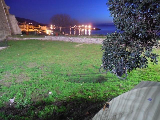 Dernière nuit dans le parc de la citadelle à Bastia, avant de prendre le bateau le lendemain